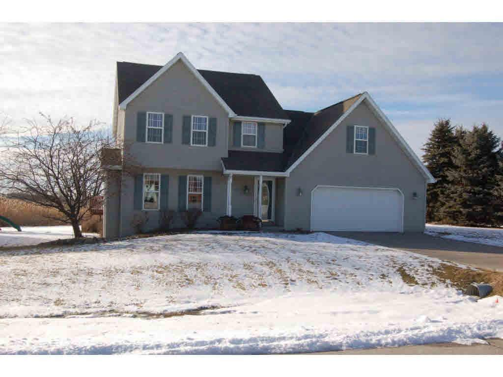 View Single-Family Home For Sale at 3331 BAY HEIGHTS DR, GREEN BAY, WI