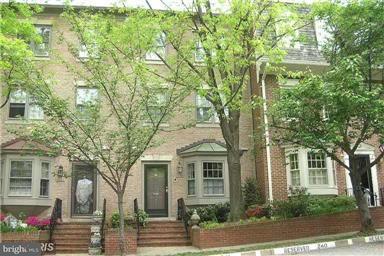 Maison accolée pour l Vente à 4448 WESTOVER PL NW 4448 WESTOVER PL NW Washington, District De Columbia 20016 États-Unis