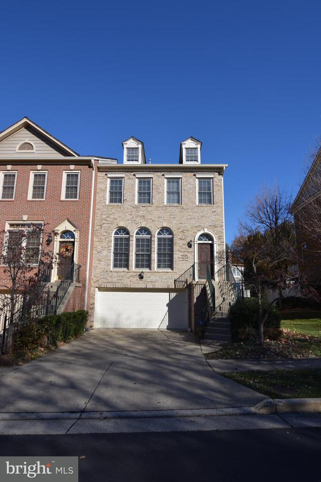 Townhouse for Sale at 10178 CASTLEWOOD Lane 10178 CASTLEWOOD Lane Oakton, Virginia 22124 United States