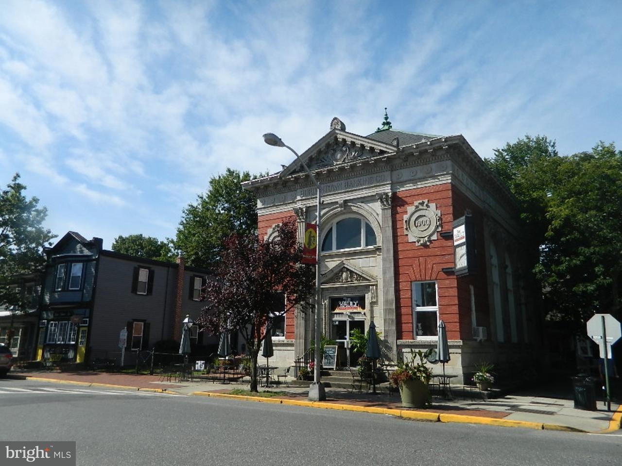 独户住宅 为 销售 在 300 FARNSWORTH Avenue 波登镇, 新泽西州 08505 美国