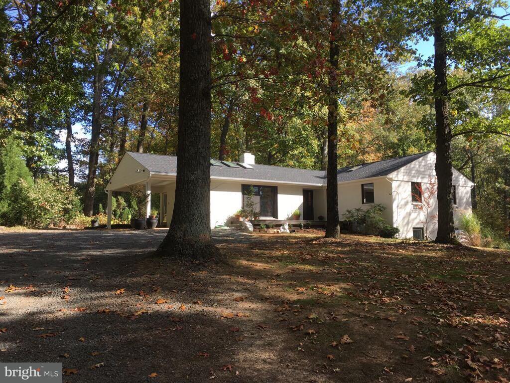 Single Family Home for Sale at 11250 OAKTON Road 11250 OAKTON Road Oakton, Virginia 22124 United States