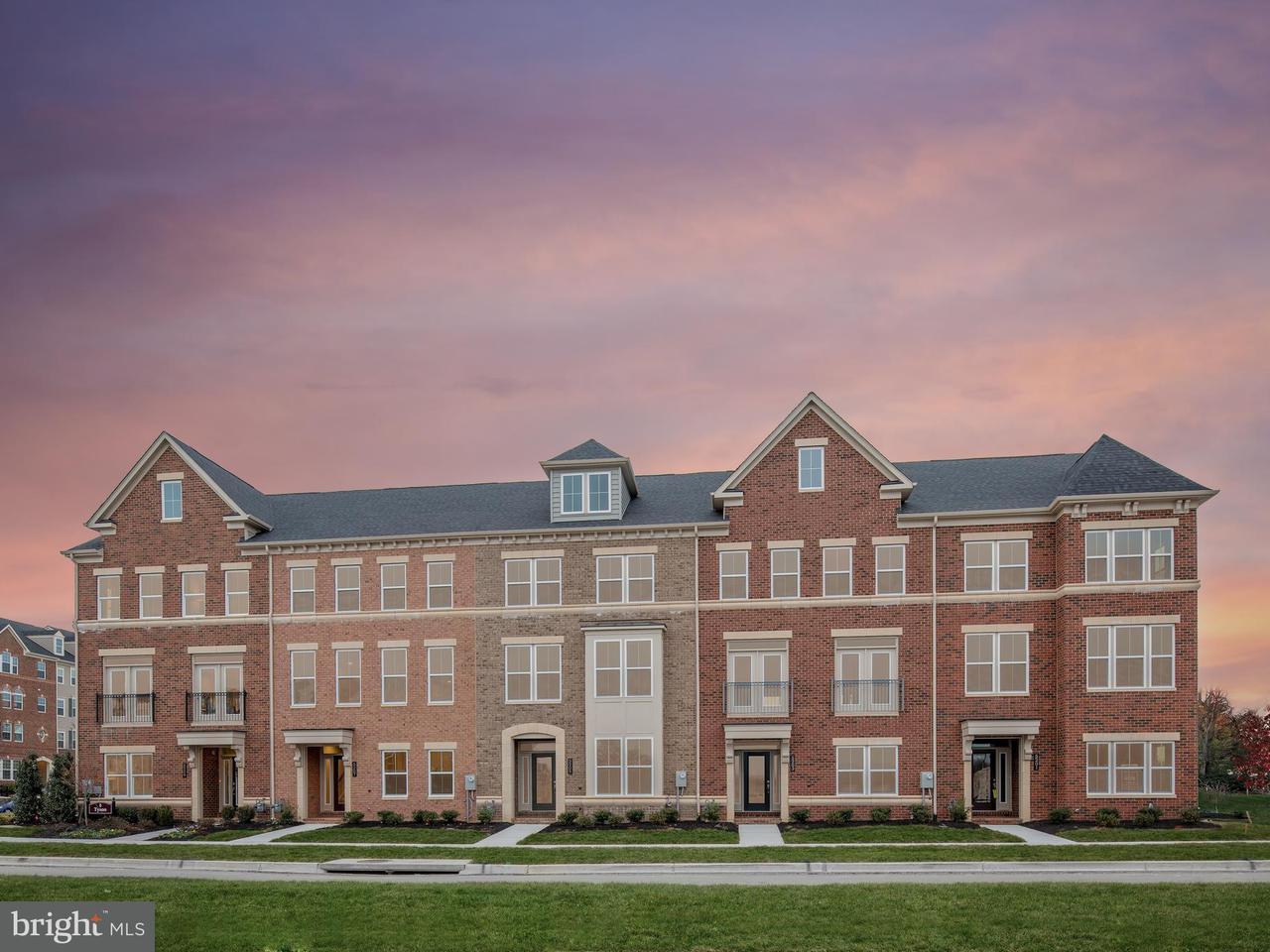 Maison accolée pour l Vente à 8203 MINOR Street 8203 MINOR Street Greenbelt, Maryland 20770 États-Unis