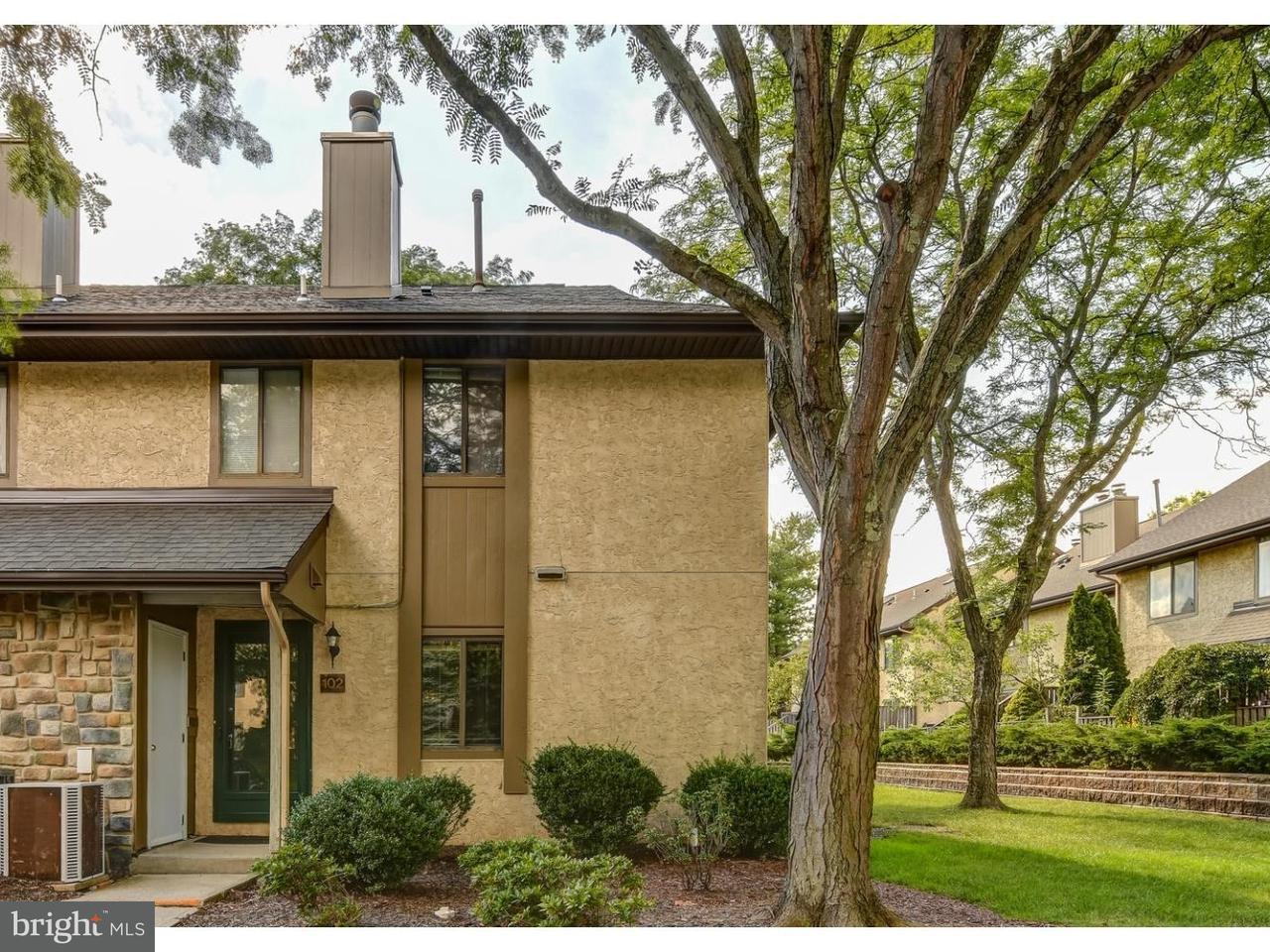 Appartement en copropriété pour l à louer à 102 HAMPSHIRE Drive Plainsboro, New Jersey 08536 États-UnisDans/Autour: Plainsboro Township