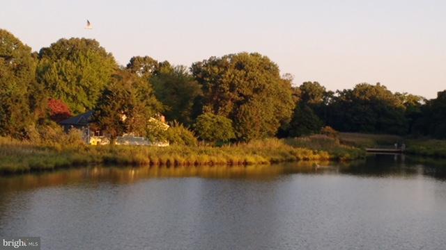 Maison unifamiliale pour l Vente à 406 DEALE Road 406 DEALE Road Tracys Landing, Maryland 20779 États-Unis