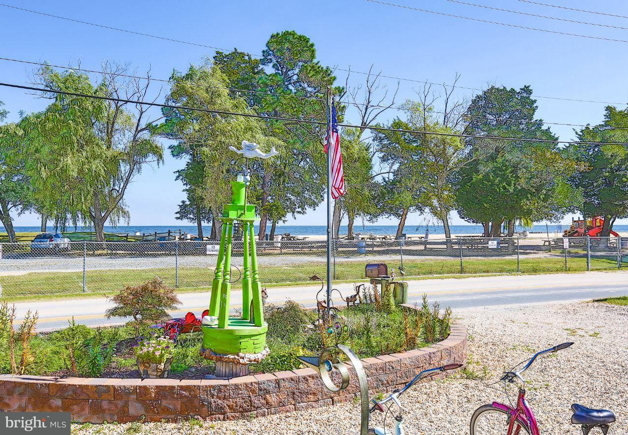 独户住宅 为 销售 在 5131 BREEZY POINT Road 5131 BREEZY POINT Road Chesapeake Beach, 马里兰州 20732 美国