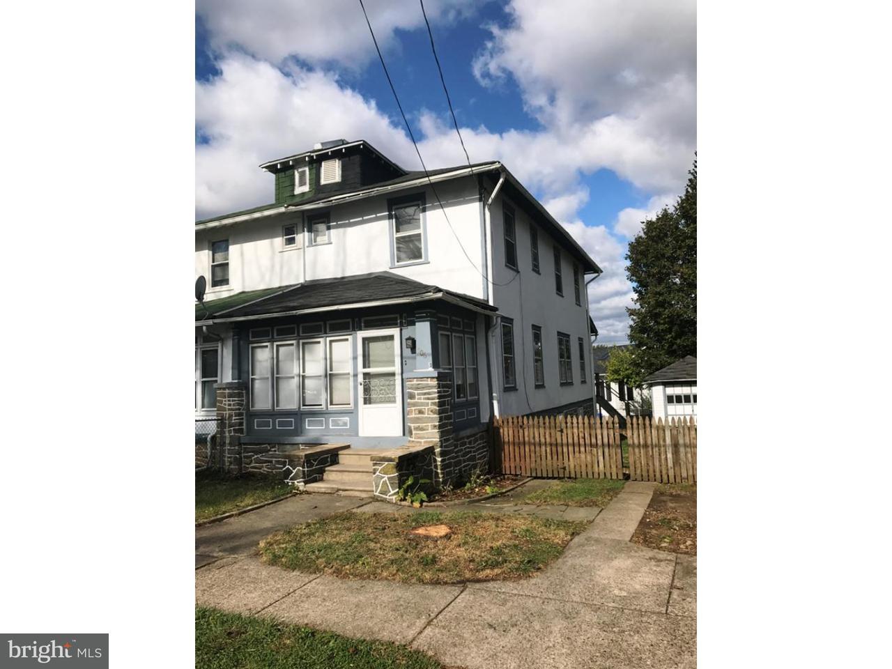 Casa unifamiliar adosada (Townhouse) por un Venta en 706 CRESTVIEW Road Philadelphia, Pennsylvania 19128 Estados Unidos