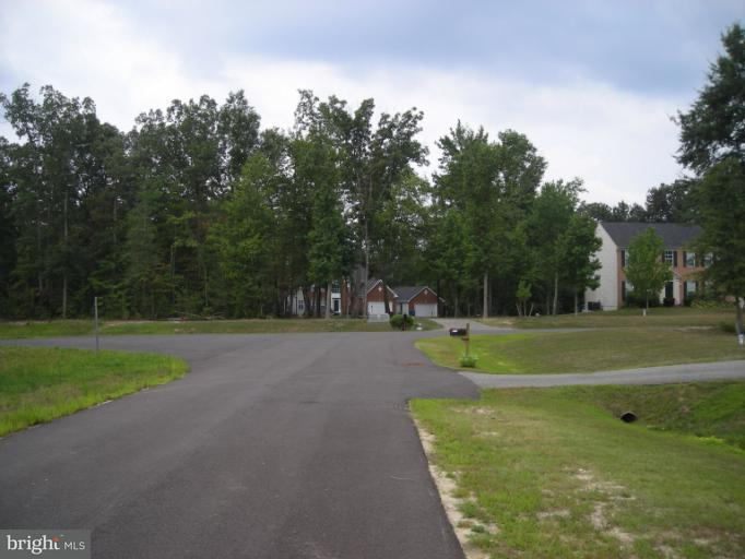 Additional photo for property listing at 13455 Plantation Pines Pl  Waldorf, Maryland 20601 United States