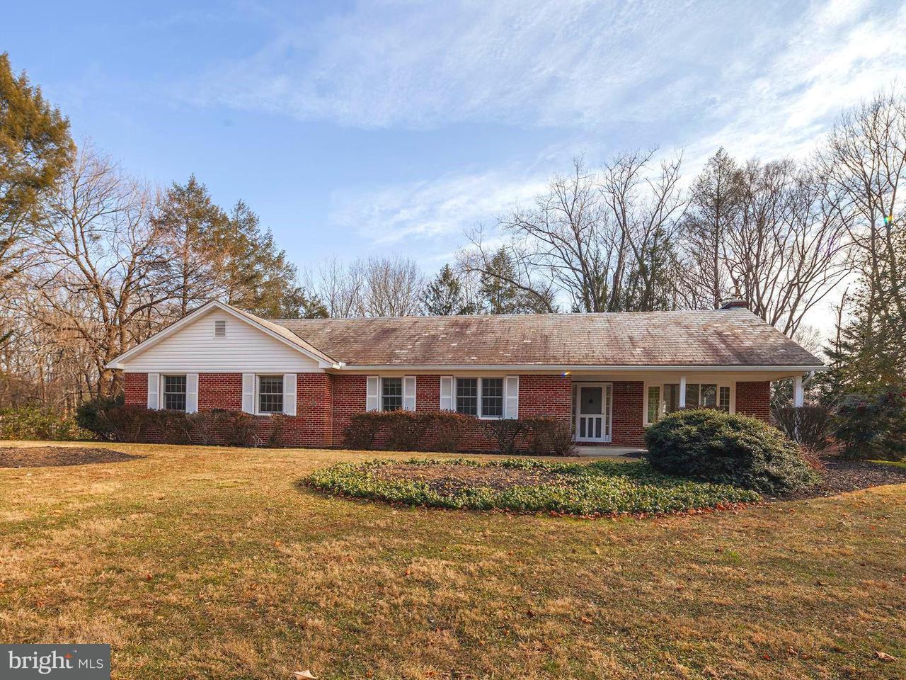 Частный односемейный дом для того Продажа на 11213 OLD CARRIAGE Road 11213 OLD CARRIAGE Road Glen Arm, Мэриленд 21057 Соединенные Штаты