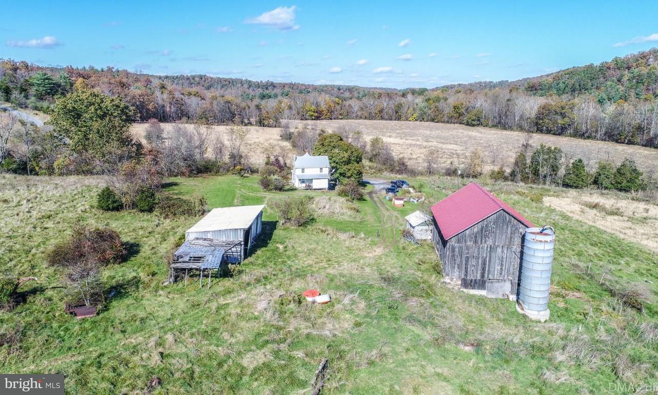 Частный односемейный дом для того Продажа на 6555 ROBINSON Road 6555 ROBINSON Road Hancock, Мэриленд 21750 Соединенные Штаты