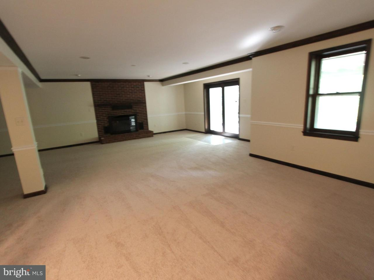 Additional photo for property listing at 11692 HOLLYVIEW Drive 11692 HOLLYVIEW Drive Great Falls, Virginia 22066 United States