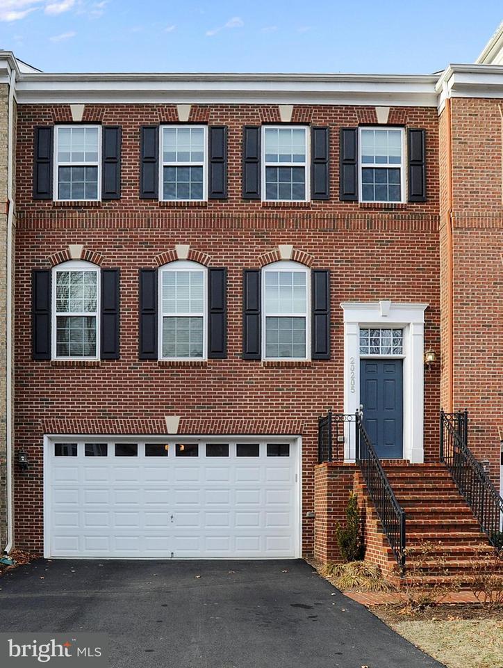 Maison accolée pour l Vente à 20205 Center Brook Sq 20205 Center Brook Sq Sterling, Virginia 20165 États-Unis