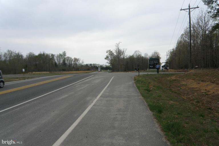 Terrain pour l Vente à 25 ROUTE 208 25 ROUTE 208 Mineral, Virginia 23117 États-Unis