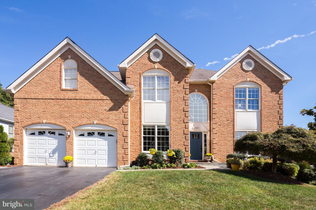 Maison unifamiliale pour l Vente à 3185 POND MIST WAY 3185 POND MIST WAY Oak Hill, Virginia 20171 États-Unis