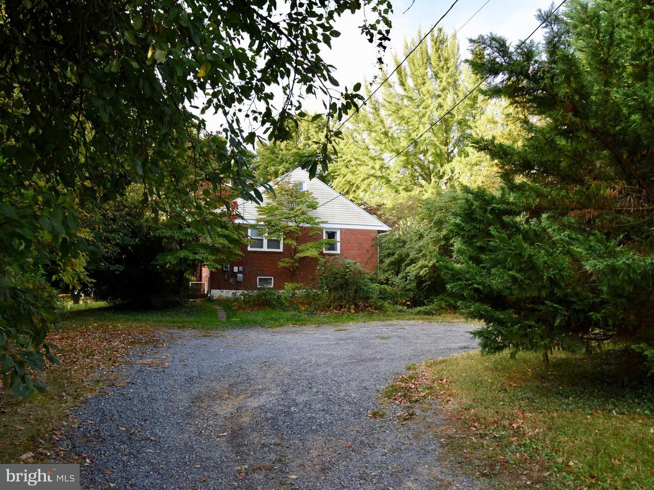 Additional photo for property listing at 2903 CHAIN BRIDGE Road 2903 CHAIN BRIDGE Road Oakton, Virginia 22124 United States