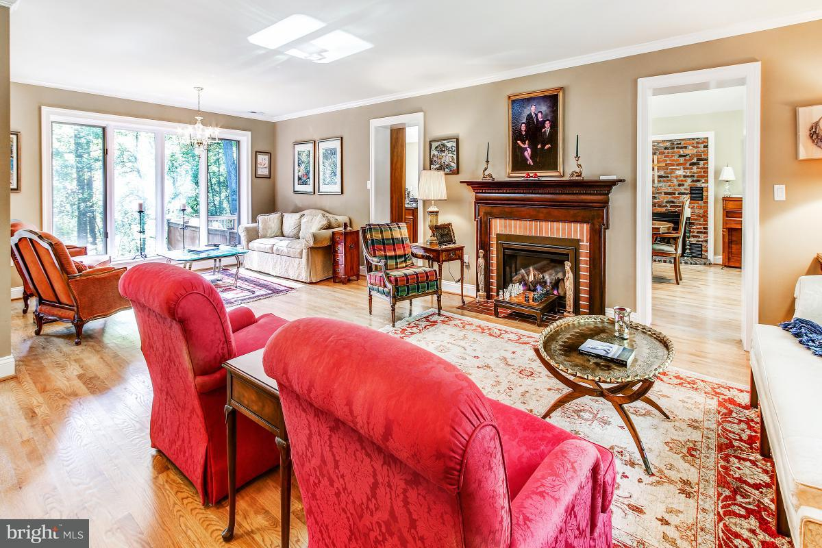 Single Family Home for Sale at 8643 OVERLOOK Road 8643 OVERLOOK Road McLean, Virginia 22102 United States