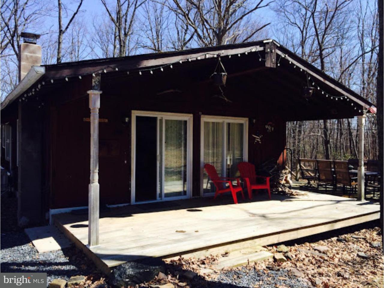 Частный односемейный дом для того Продажа на 579 CHAMONIX Lane Zion Grove, Пенсильвания 17985 Соединенные Штаты