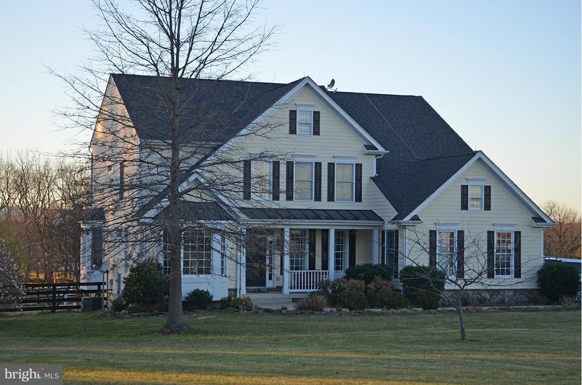 獨棟家庭住宅 為 出售 在 20011 Pleasant Meadow Lane 20011 Pleasant Meadow Lane Purcellville, 弗吉尼亞州 20132 美國