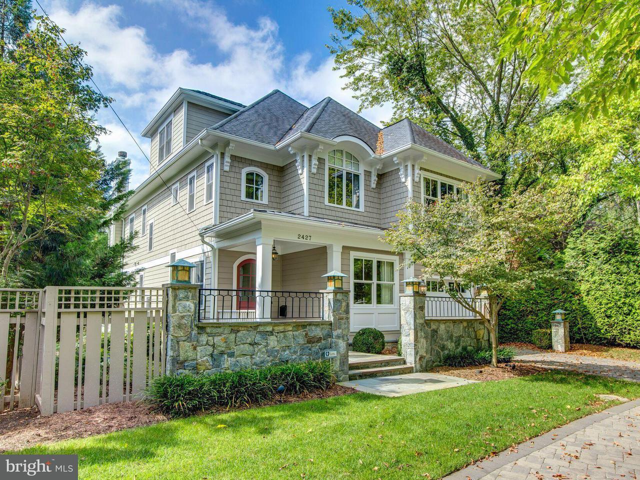 Casa Unifamiliar por un Venta en 2427 CHAIN BRIDGE RD NW 2427 CHAIN BRIDGE RD NW Washington, Distrito De Columbia 20016 Estados Unidos