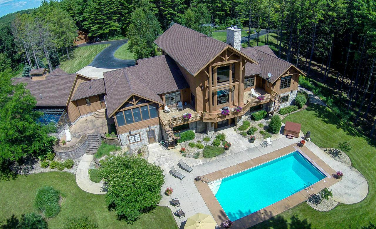 Saukville Wi Homes With Swimming Pool For Sale Realty Solutions Group
