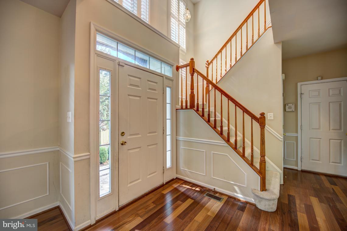 Maison unifamiliale pour l Vente à 2445 DAKOTA LAKES Drive 2445 DAKOTA LAKES Drive Oak Hill, Virginia 20171 États-Unis