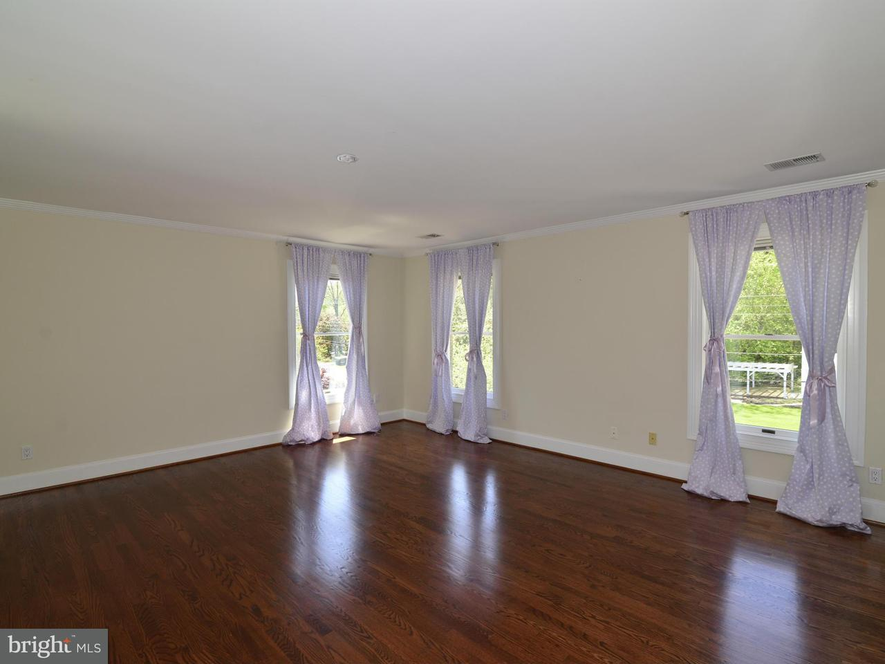 Additional photo for property listing at 103 Poplar Lane 103 Poplar Lane Occoquan, 버지니아 22125 미국