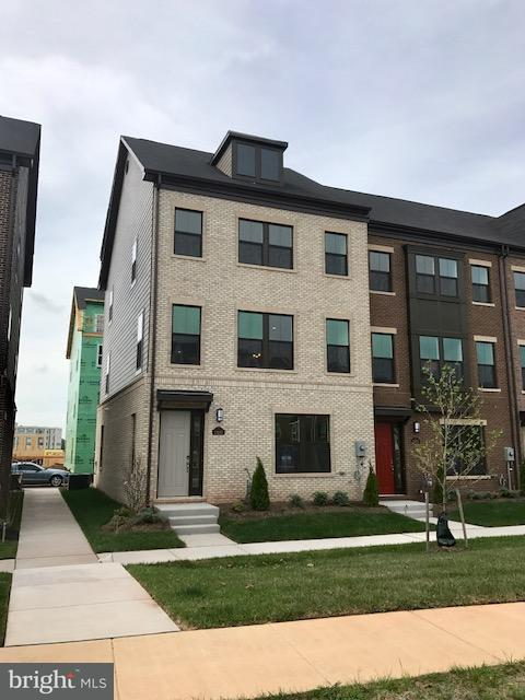 Townhouse for Sale at 13660 AIR AND SPACE MUSEUM PKWY 13660 AIR AND SPACE MUSEUM PKWY Herndon, Virginia 20171 United States