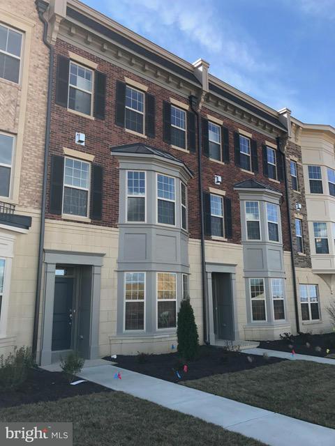 Таунхаус для того Продажа на HALLIARD Lane HALLIARD Lane Oxon Hill, Мэриленд 20745 Соединенные Штаты