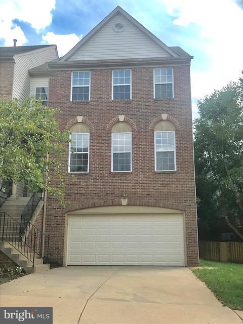 Maison accolée pour l Vente à 47711 BOWLINE TER 47711 BOWLINE TER Sterling, Virginia 20165 États-Unis