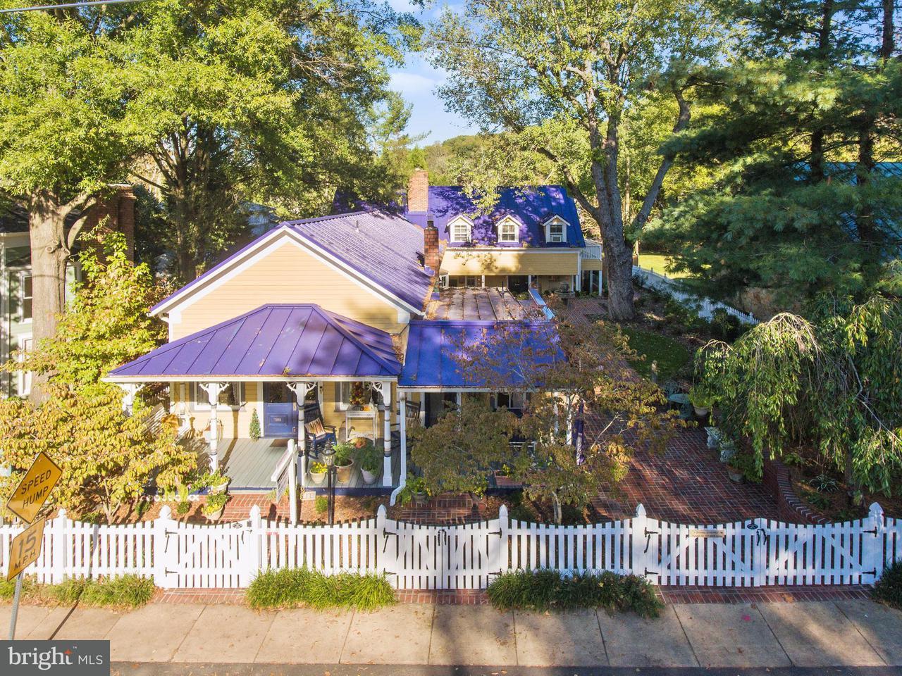 Частный односемейный дом для того Продажа на 7153 MAIN Street 7153 MAIN Street Clifton, Виргиния 20124 Соединенные Штаты