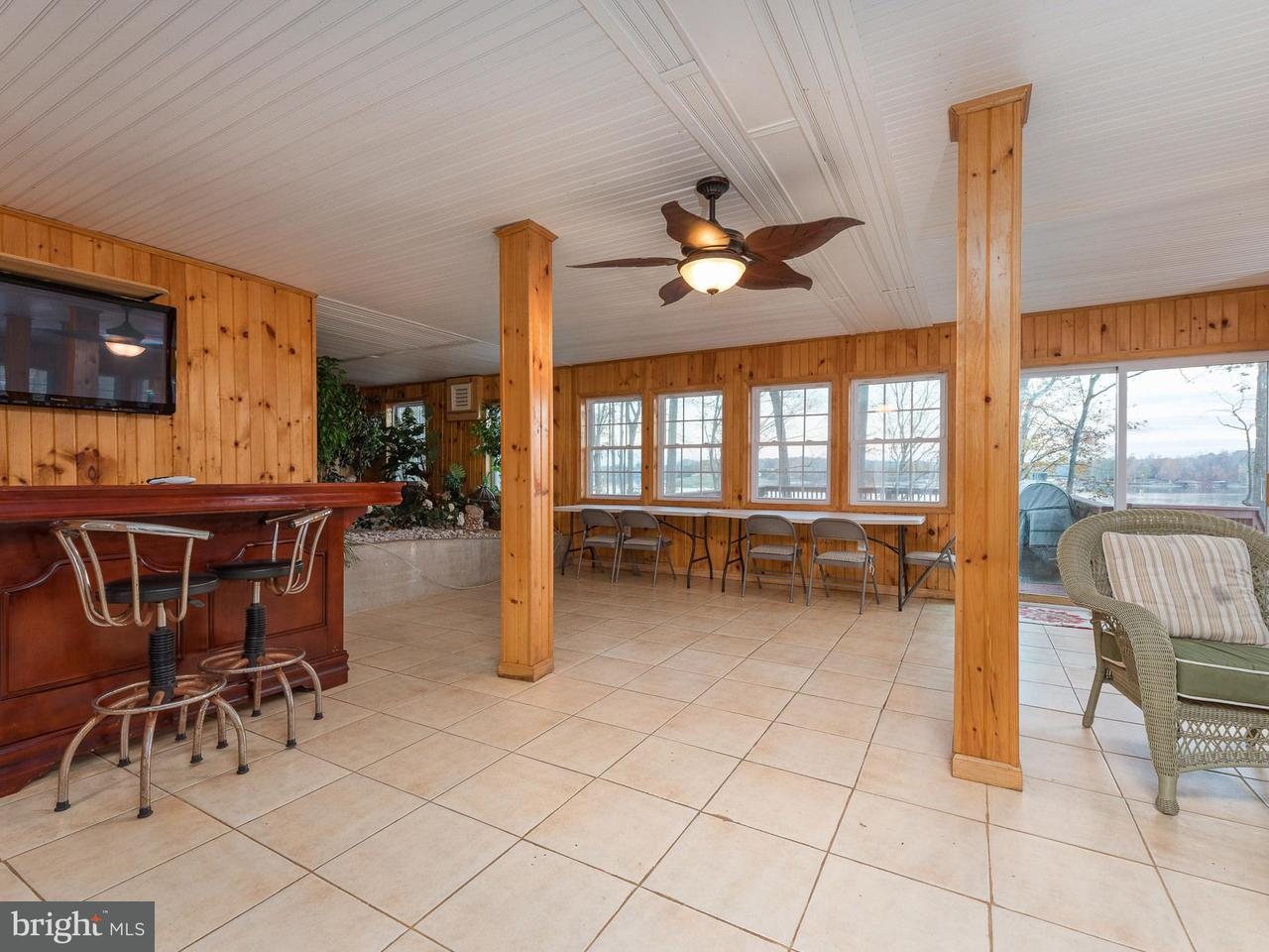 Additional photo for property listing at 6110 HIDDEN VIEW Drive 6110 HIDDEN VIEW Drive Mineral, Virginia 23117 États-Unis