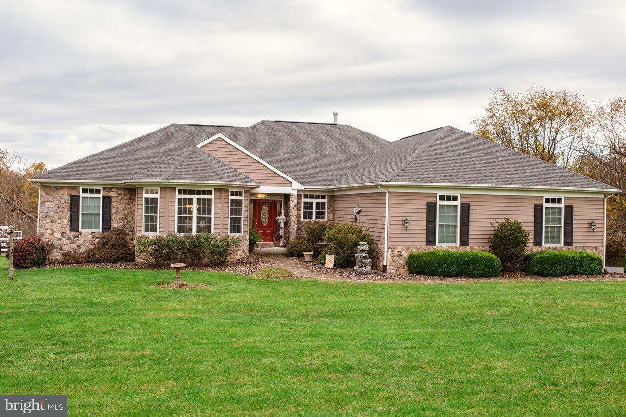 Farm / Hof für Verkauf beim 210 RADNOR Lane 210 RADNOR Lane Martinsburg, West Virginia 25404 Vereinigte Staaten
