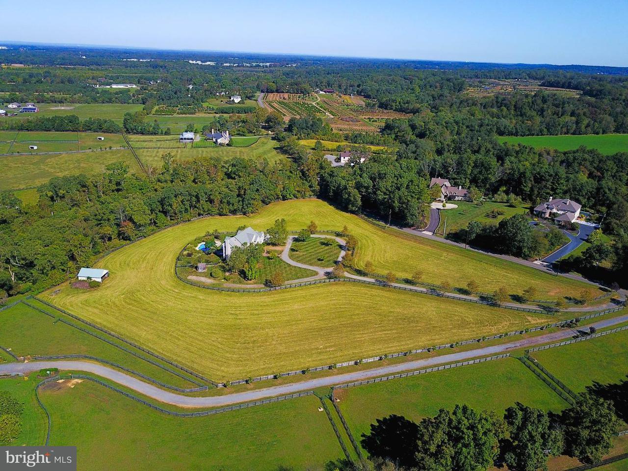 Casa Unifamiliar por un Venta en 110 MEIRS Road Cream Ridge, Nueva Jersey 08514 Estados UnidosEn/Alrededor: Upper Freehold Township