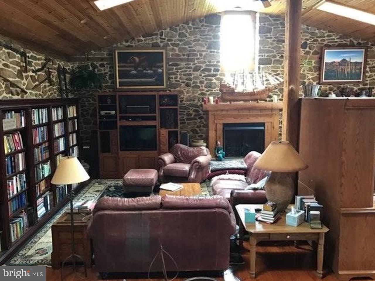 Частный односемейный дом для того Аренда на 1072 SAINT MATTHEWS RD #LOFT Chester Springs, Пенсильвания 19425 Соединенные Штаты