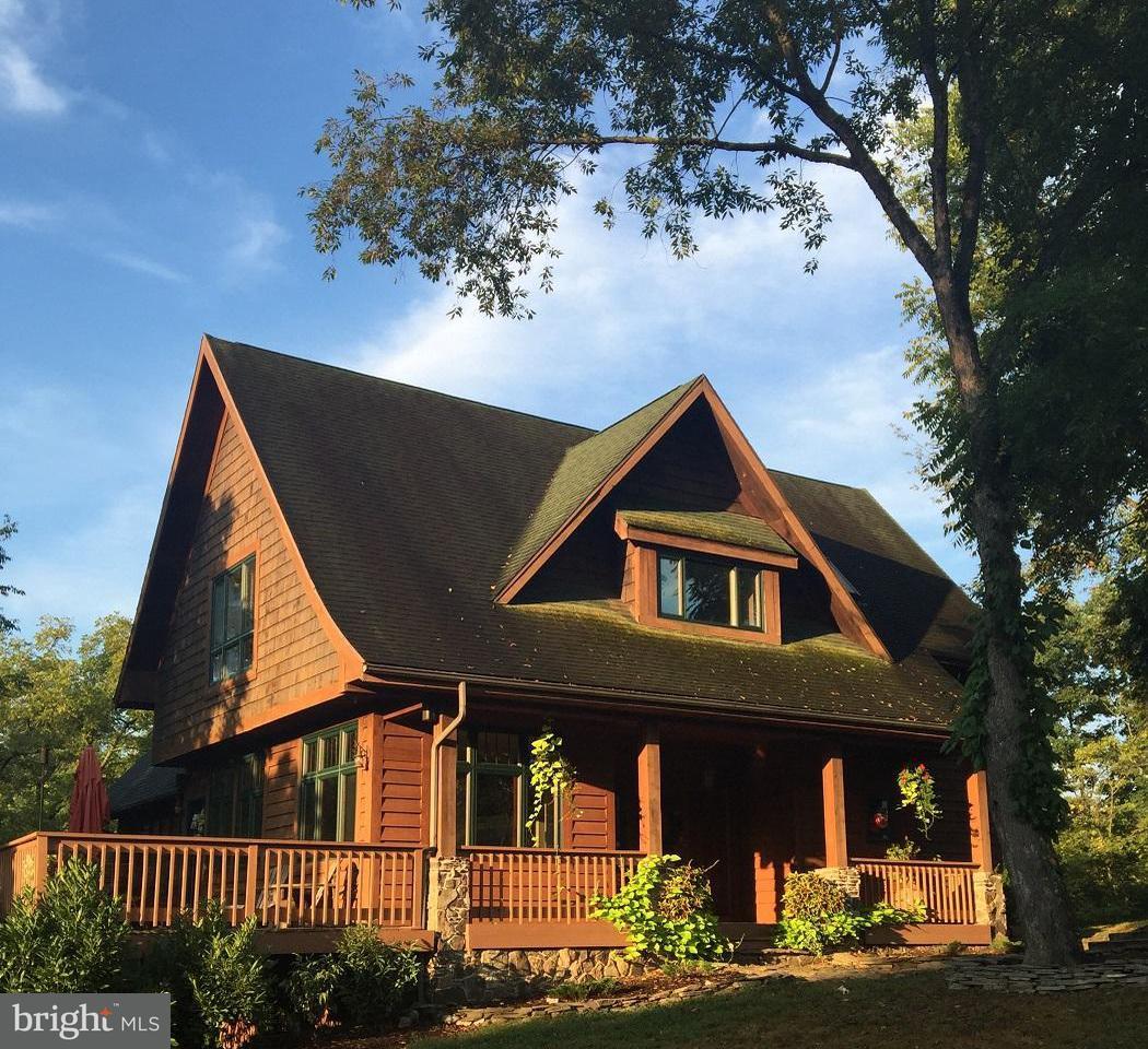 Casa Unifamiliar por un Venta en 3698 WEST WEAVER Road 3698 WEST WEAVER Road Greencastle, Pennsylvania 17225 Estados Unidos
