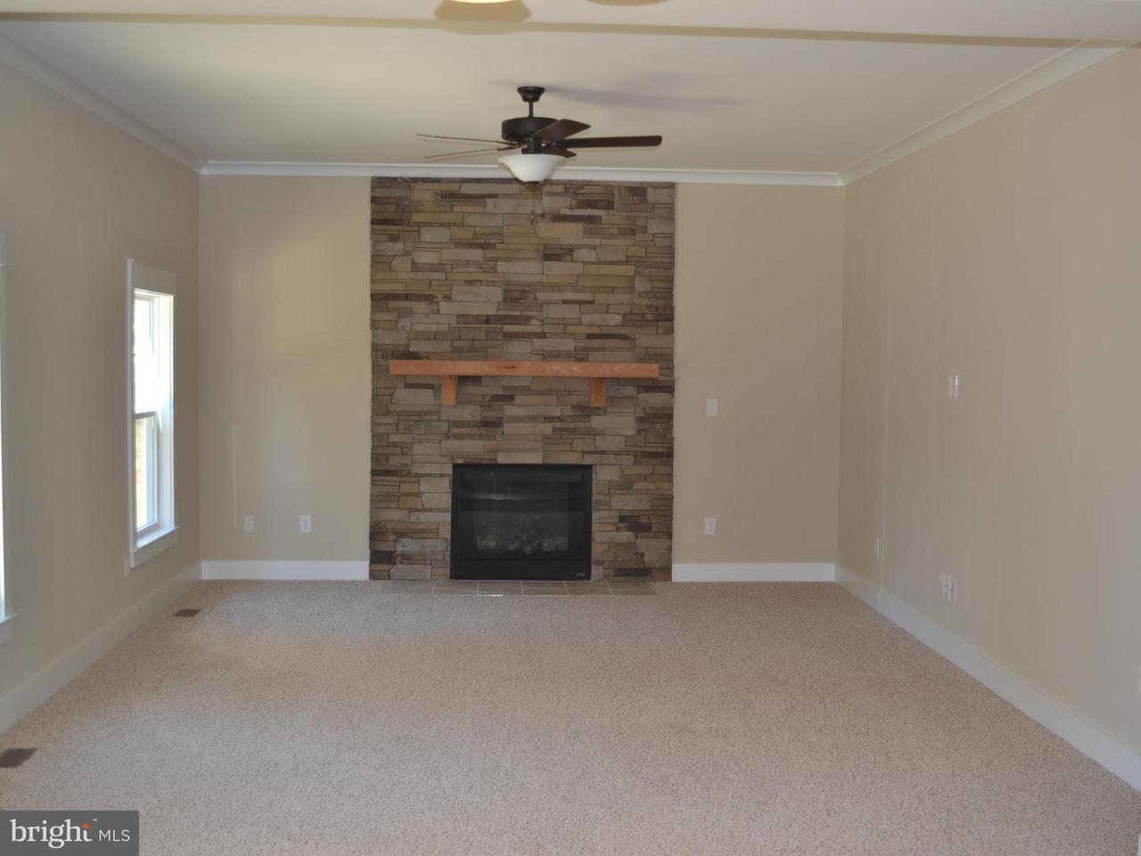 Casa Unifamiliar por un Venta en 131 CAMP GEARY Lane 131 CAMP GEARY Lane Stafford, Virginia 22554 Estados Unidos