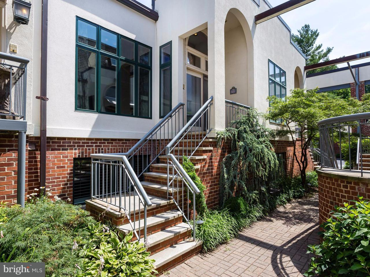 タウンハウス のために 売買 アット 719 Kenmore Avenue 719 Kenmore Avenue Fredericksburg, バージニア 22401 アメリカ合衆国