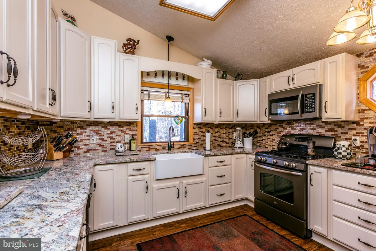 Single Family for Sale at 225 Buzzard View Pl Shenandoah, Virginia 22849 United States