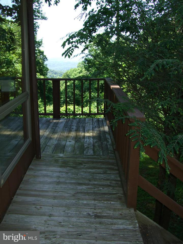 Additional photo for property listing at 531 BARKER 531 BARKER Bluemont, Virginia 20135 Verenigde Staten