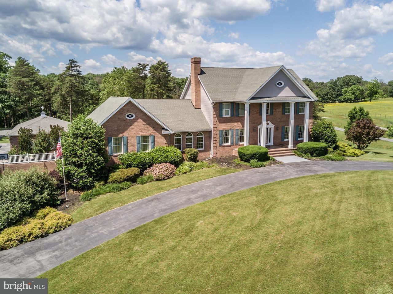 Частный односемейный дом для того Продажа на 2000 DOUBLE CHURCH Road 2000 DOUBLE CHURCH Road Stephens City, Виргиния 22655 Соединенные Штаты