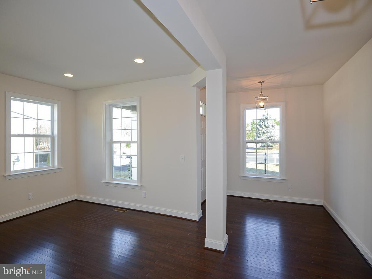 Частный односемейный дом для того Продажа на 9042 SUDLEY RD #16A 9042 SUDLEY RD #16A Manassas, Виргиния 20110 Соединенные Штаты