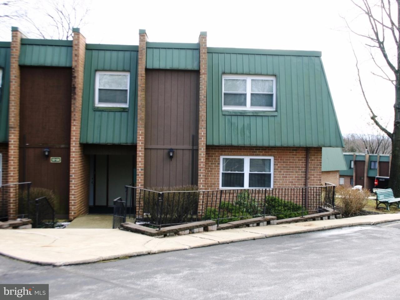 Maison unifamiliale pour l Vente à 519 MEADOWVIEW Lane Mont Clare, Pennsylvanie 19453 États-Unis