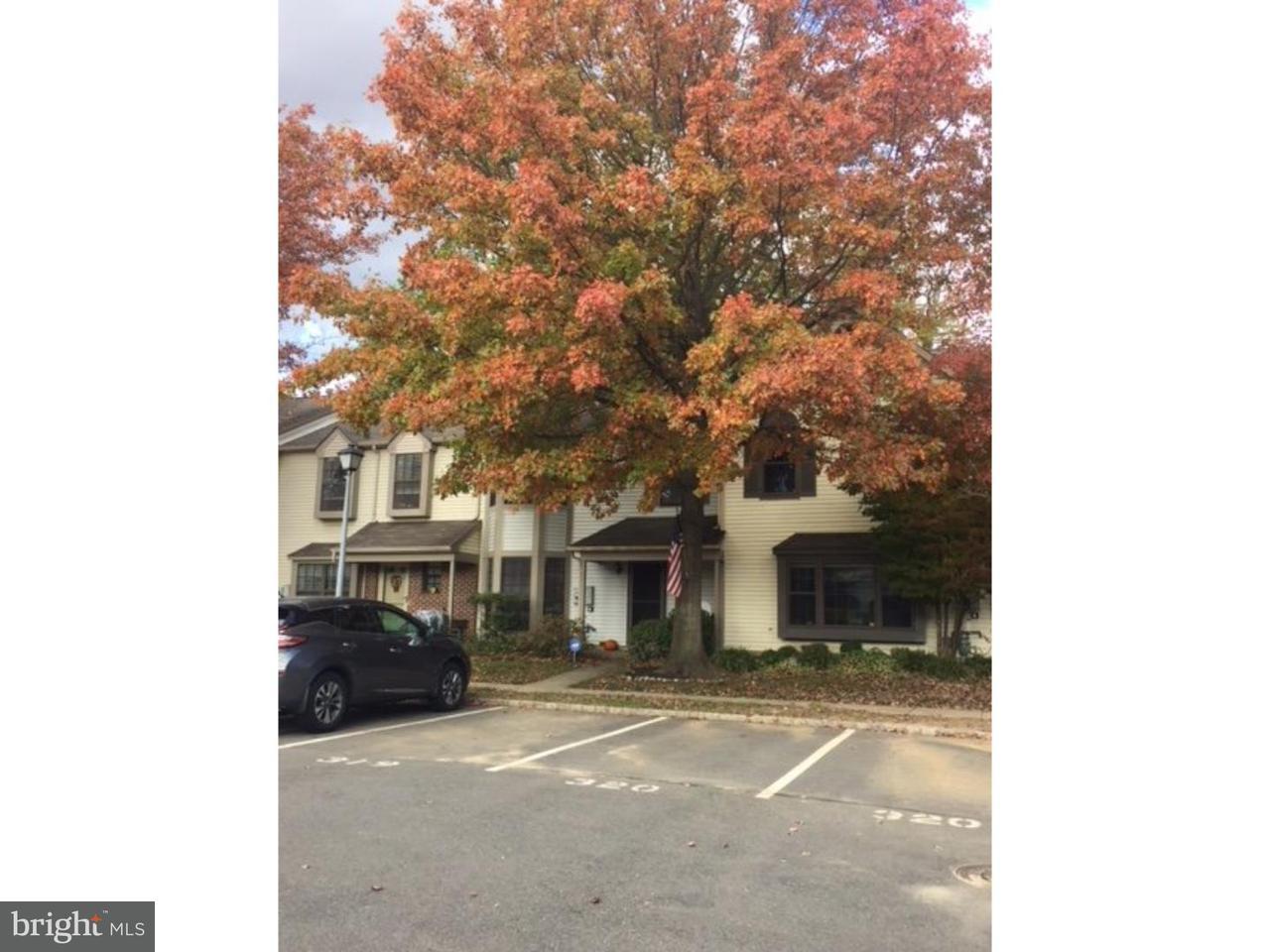 Casa unifamiliar adosada (Townhouse) por un Alquiler en 19 CARLYLE Court Robbinsville, Nueva Jersey 08691 Estados UnidosEn/Alrededor: Robbinsville Township
