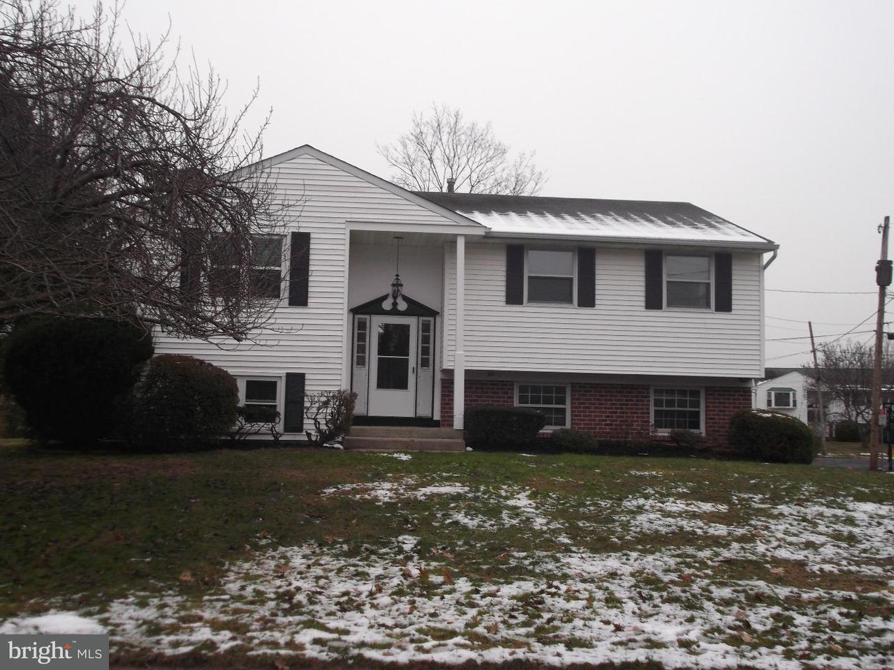 Maison unifamiliale pour l à louer à 237 HILLCREST Drive Doylestown, Pennsylvanie 18901 États-Unis