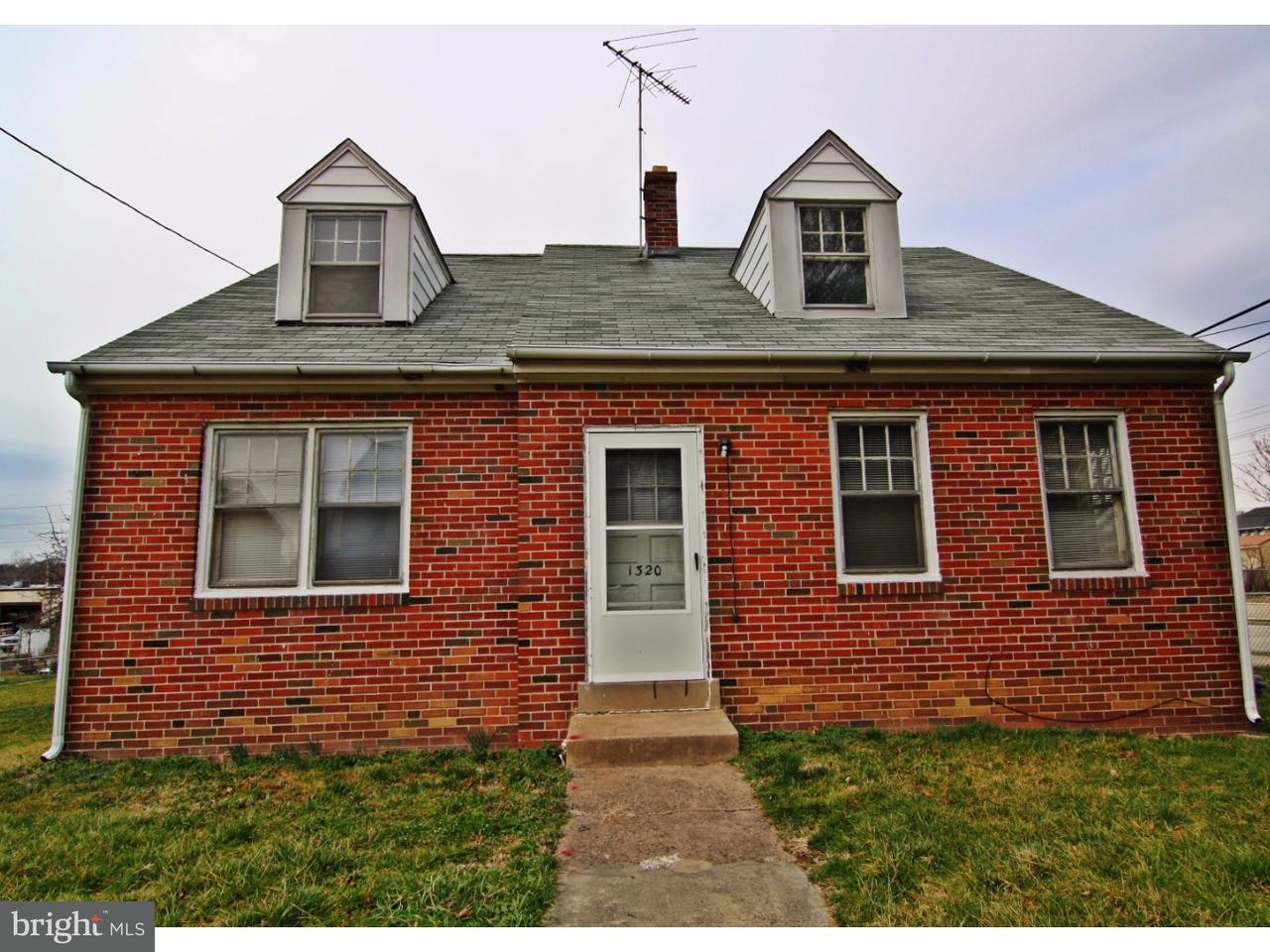 Частный односемейный дом для того Продажа на 1320 E 13TH Street Crum Lynne, Пенсильвания 19022 Соединенные Штаты