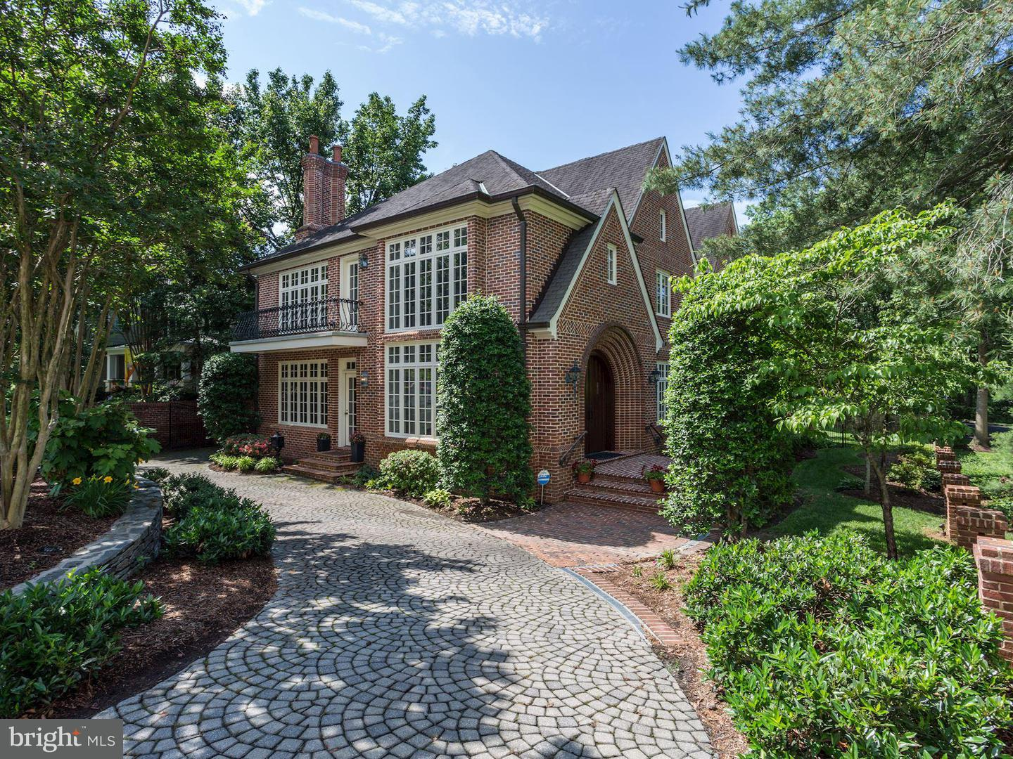 Single Family for Sale at 3818 Stafford St N Arlington, Virginia 22207 United States