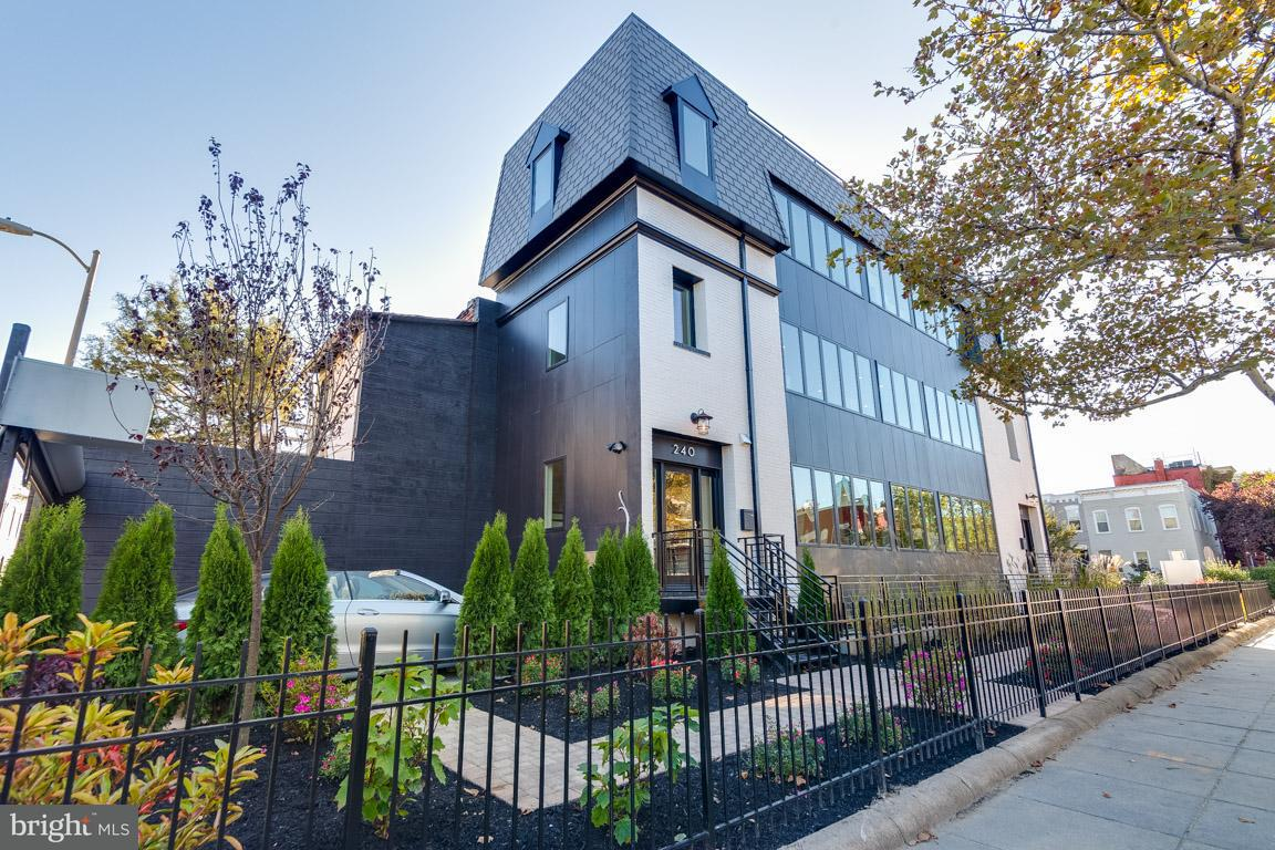 Single Family for Sale at 240 Q St NW #ph #2 Washington, District Of Columbia 20001 United States