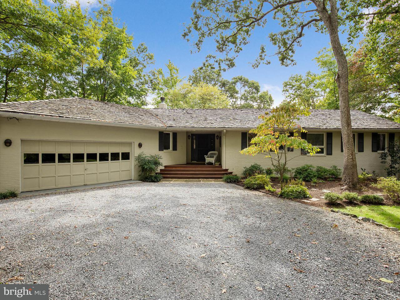 Maison unifamiliale pour l Vente à 855 BIG Road 855 BIG Road Lusby, Maryland 20657 États-Unis