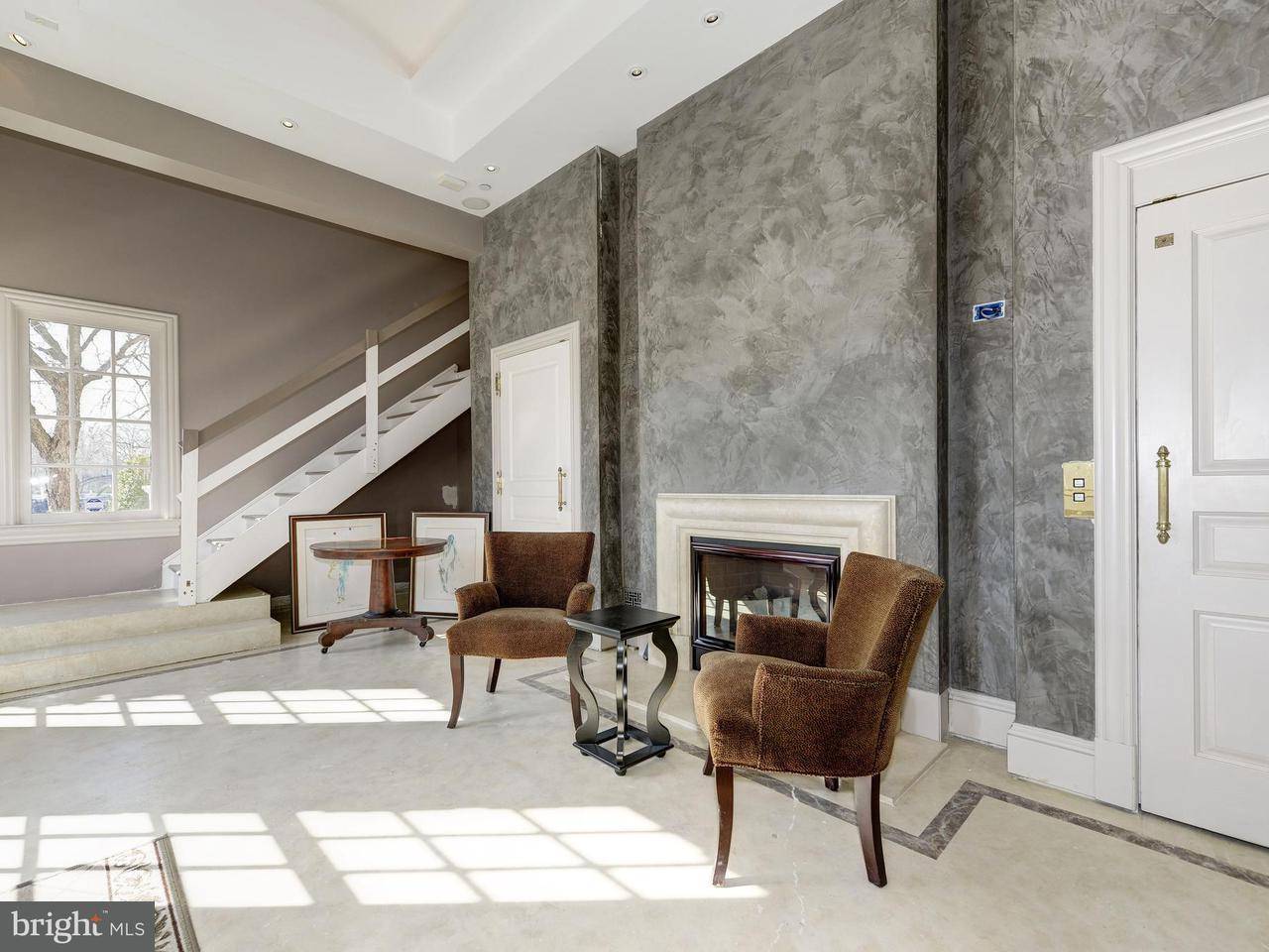 Additional photo for property listing at 1400 Meade St N  Arlington, Virginia 22209 United States