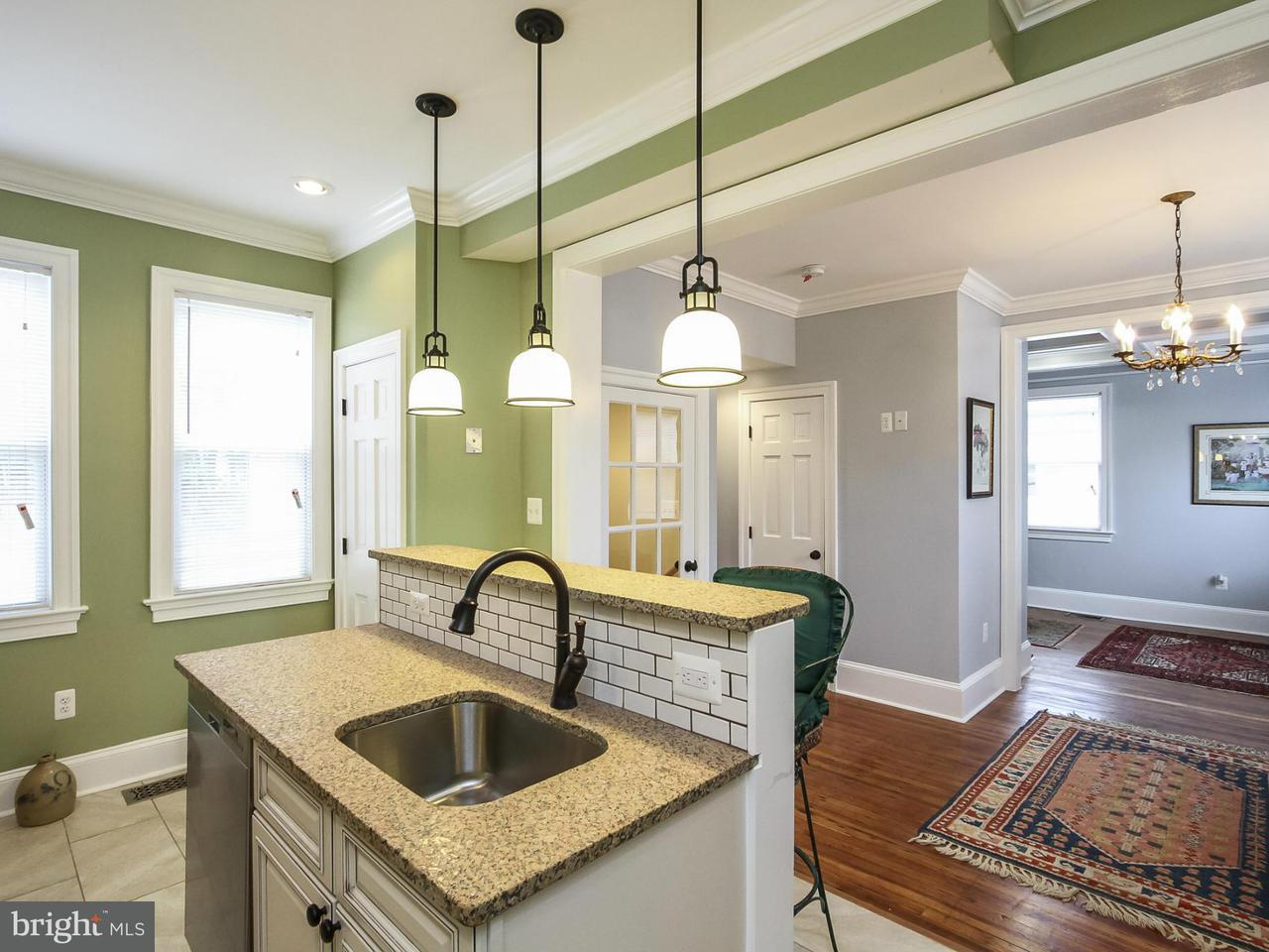 Частный односемейный дом для того Продажа на 2902 SOUTH DAKOTA AVE NE 2902 SOUTH DAKOTA AVE NE Washington, Округ Колумбия 20018 Соединенные Штаты
