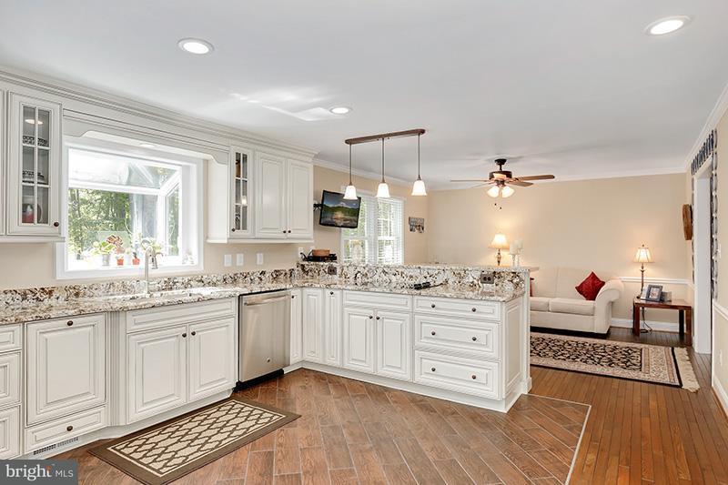 Casa Unifamiliar por un Venta en 1958 BARTON HILL Road 1958 BARTON HILL Road Reston, Virginia 20191 Estados Unidos